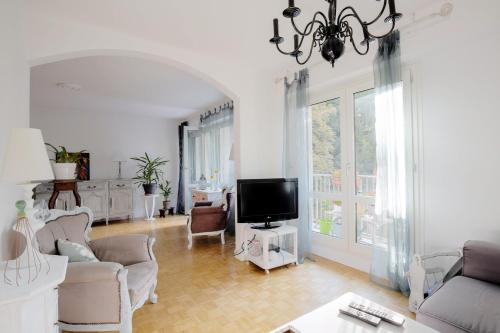 Spacious apartment next to the metro : Appartement proche de Écully