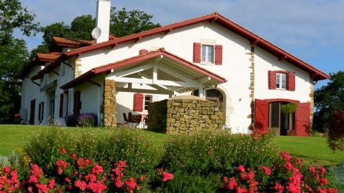 Maison Etchebehere : Chambres d'hotes/B&B proche d'Oeyregave
