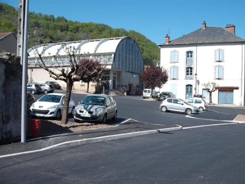 French Holiday Accommodation : Appartement proche de Menet