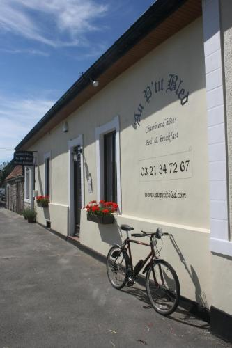 Au Petit Bled : Chambres d'hotes/B&B proche d'Andres