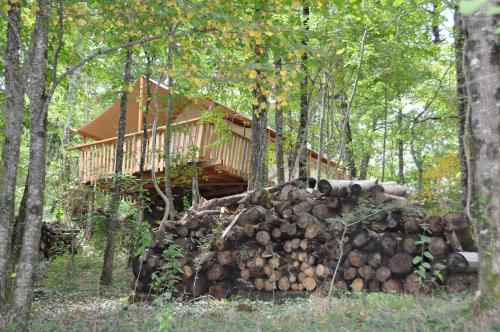 Camping Glamping Terre Rouge : Hebergement proche de Montsalvy