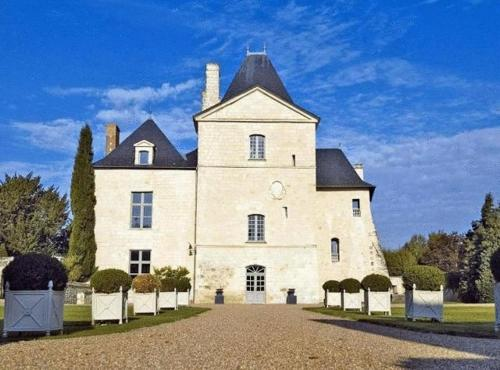 Chateau De Charge : Hebergement proche de Mondion