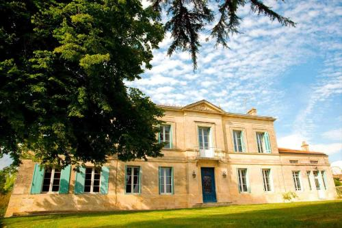Chateau Rousselle : Chambres d'hotes/B&B proche d'Arsac