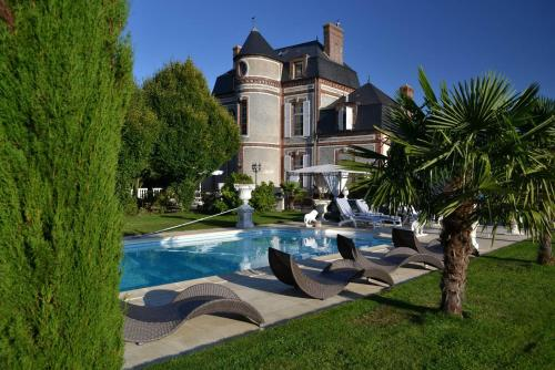 Chateau du Mesnil : Chambres d'hotes/B&B proche d'Aube