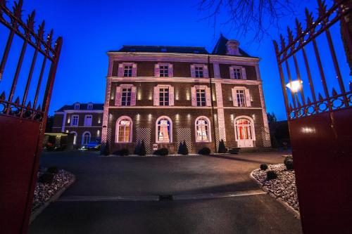 Hotel The Originals Lens Ouest La Maison Rouge (ex Qualys-Hotel) : Hotel proche de Chocques