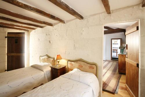 La Porte Rouge - The Red Door Inn : Chambres d'hotes/B&B proche de Saint-Georges-des-Coteaux
