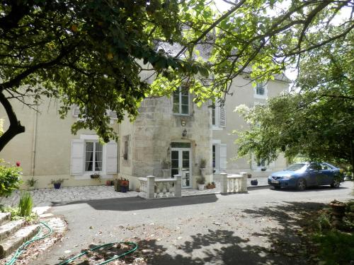 Château Ardilleux : Chambres d'hotes/B&B proche de Fontaine-Chalendray