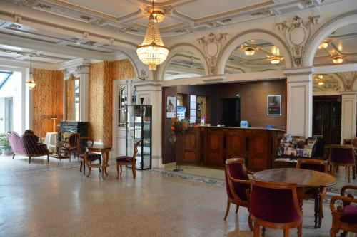 Hotel The Originals Bourg-en-Bresse Gare Terminus (ex Qualys-Hotel) : Hotel proche de Polliat