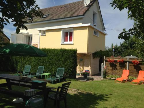 Holiday home Crespin : Hebergement proche de La Chapelle-Bayvel