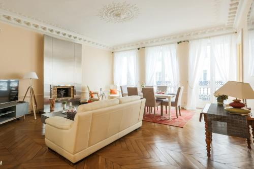 Luxury Balcony Flat : Appartement proche du 8e Arrondissement de Paris