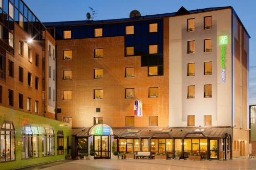 Holiday Inn Express Arras : Hotel proche de Éterpigny