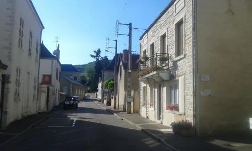 Chez Laurence : Chambres d'hotes/B&B proche de Tintry