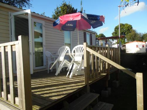 Calvados Normandy Holiday Lodge : Hebergement proche de Saint-Martin-de-Blagny