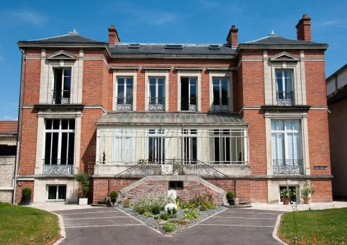 Maison M Troyes : Chambres d'hotes/B&B proche de Rouilly-Sacey