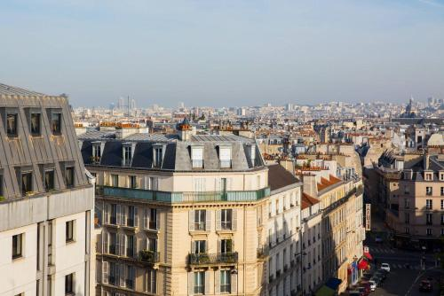 Appartement Modern Apartment with view on Paris roofs