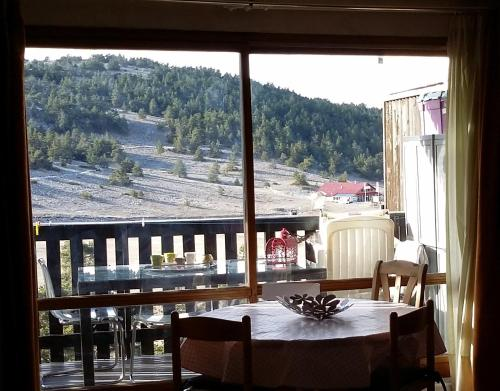 Apartment Face Aux Pistes : Appartement proche de Collongues