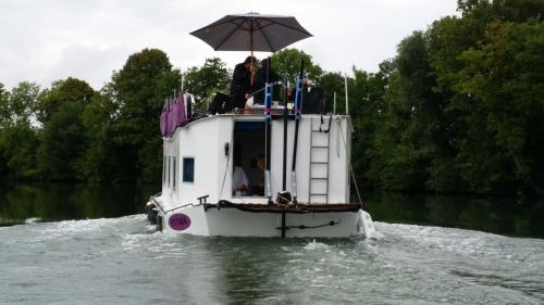Bateau houseboat camille : Hebergement proche d'Oches