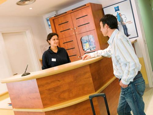 Ibis Budget Versailles Coignieres : Hotel proche d'Osmoy