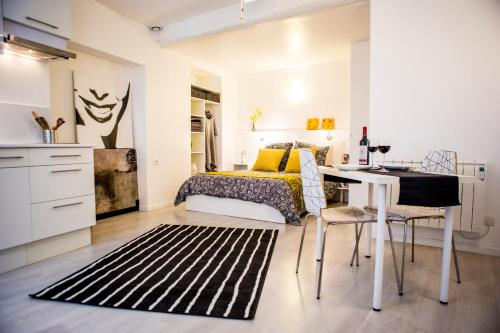 Le Studio Blanc : Appartement proche de Camplong-d'Aude