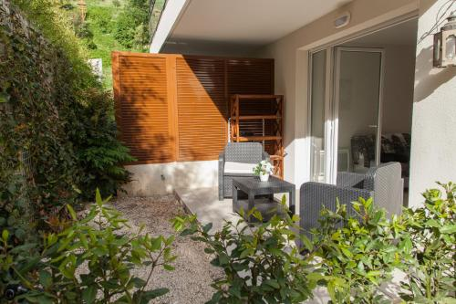 quiet studio with terrace : Appartement proche de Colomars