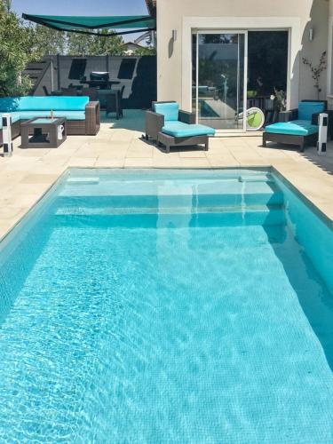 Villa with pool near Cap d'Agde : Hebergement proche de Montblanc