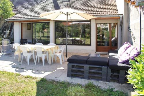 Holiday Home Grande rue : Hebergement proche de Saint-Baudille-de-la-Tour