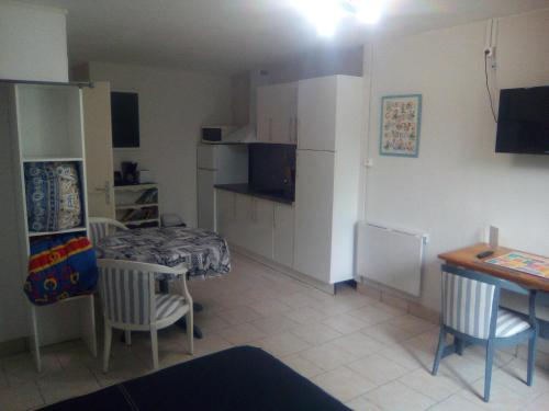 Appartement Auberge Pontoise : Appartement proche de Colombiers