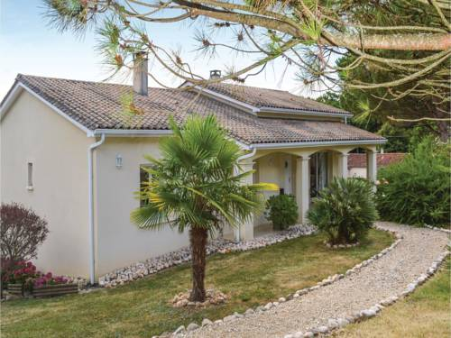 Four-Bedroom Holiday Home in Trelissac : Hebergement proche d'Agonac