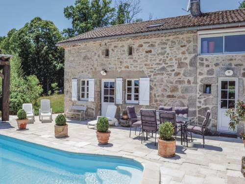 Holiday home Pouzol : Hebergement proche d'Augignac