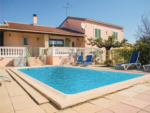 Four-Bedroom Holiday Home in Uchaud : Hebergement proche d'Aubord