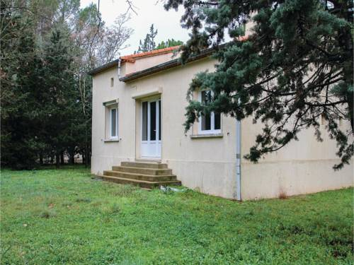 Three-Bedroom Holiday Home in Villetelle : Hebergement proche de Gallargues-le-Montueux