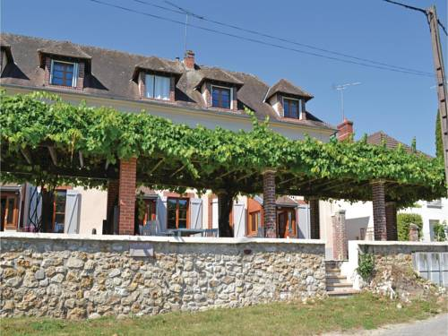 Three-Bedroom Holiday Home in Jaulgonne : Hebergement proche de Épieds
