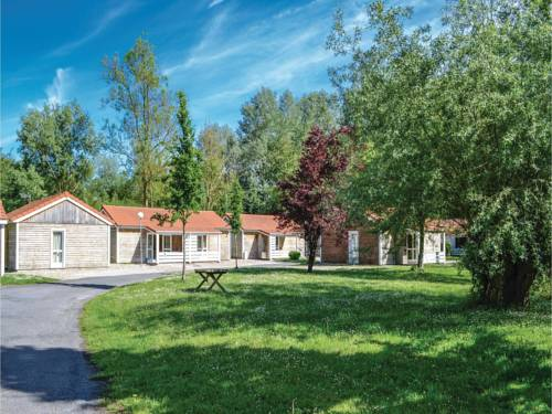 Two-Bedroom Holiday Home in Auxi le Cheteau : Hebergement proche de Domléger-Longvillers