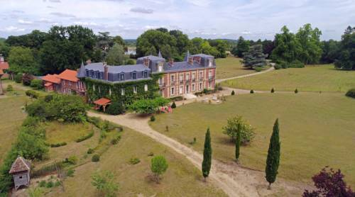 Chateau le Quesnoy : Chambres d'hotes/B&B proche d'Avrigny