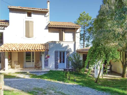 Five-Bedroom Holiday Home in Laurac : Hebergement proche de Saint-Amans