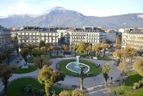 Grenoble carte plan hotel ville de grenoble 38000 ou for Piscine grenoble