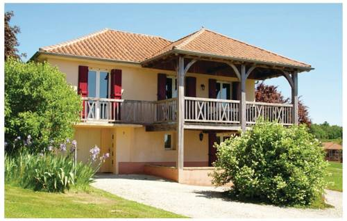 Three-Bedroom Holiday home St. Médard d'Exideuil 0 01 : Hebergement proche d'Anlhiac