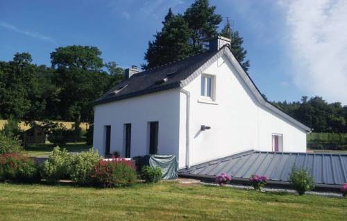 Three-Bedroom Holiday home Mur de Bretagne with a Fireplace 07 : Hebergement proche de Saint-Mayeux