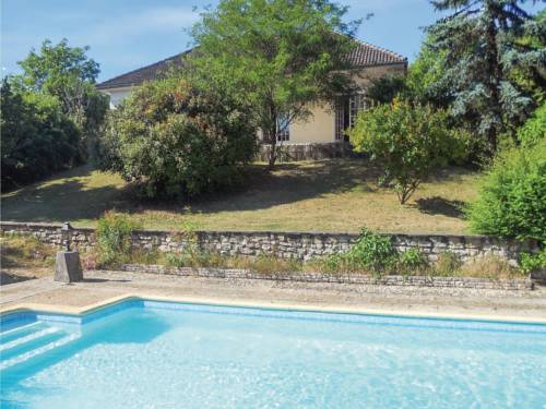 Three-Bedroom Holiday home 0 in Château L´Eveque : Hebergement proche d'Agonac