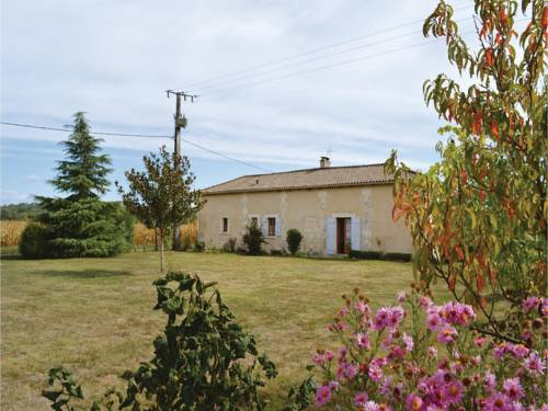 One-Bedroom Holiday Home in Annesse et Beaulieu : Hebergement proche d'Annesse-et-Beaulieu