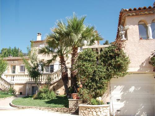 Six-Bedroom Holiday Home in Sussargues : Hebergement proche de Beaulieu