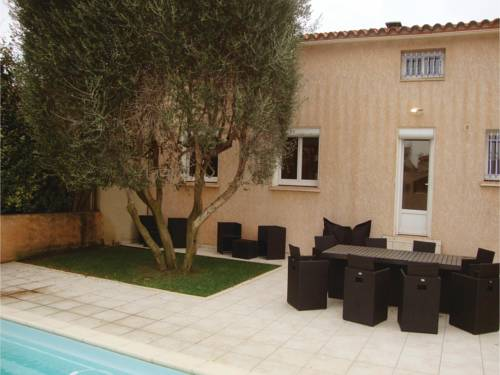 Four-Bedroom Holiday Home in Espira de l'Agly : Hebergement proche de Peyrestortes