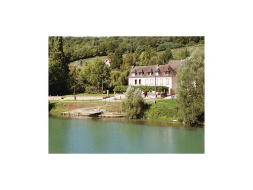 Four-Bedroom Holiday Home in Jaulgonne : Hebergement proche de Courtemont-Varennes
