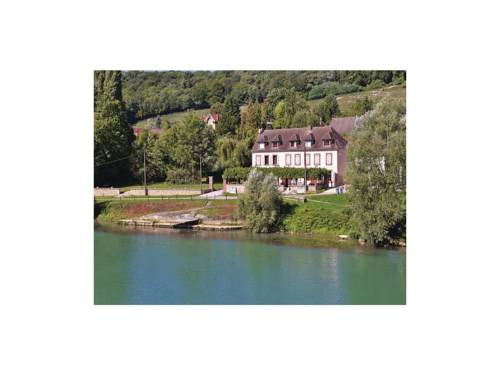 Two-Bedroom Holiday Home in Jaulgonne : Hebergement proche de Courtemont-Varennes