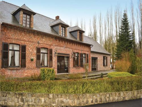 Four-Bedroom Holiday Home in La Neuville L. Dorengt : Hebergement proche de Barzy-en-Thiérache