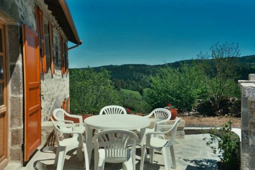 Holiday home Vedieres basse : Hebergement proche de Collat
