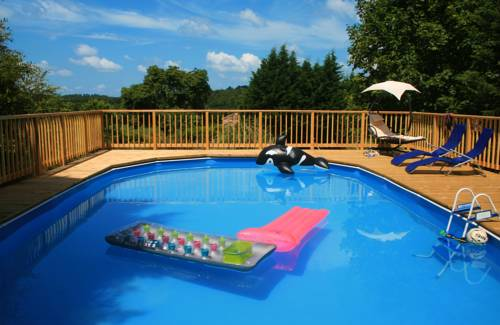 Family holiday gite w/ pool : Hebergement proche de Montguyon