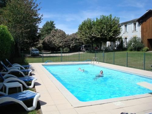 Holiday Home La Rose : Hebergement proche de Saint-Martin-de-Sescas