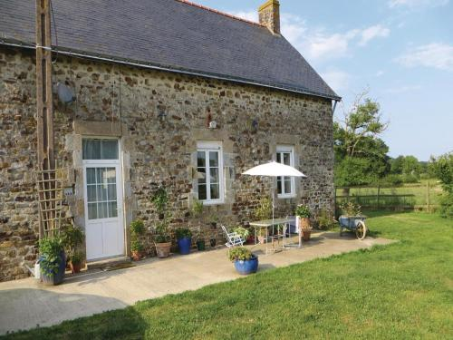 Holiday Home La Rouaudiere with Fireplace I : Hebergement proche de Fontaine-Couverte