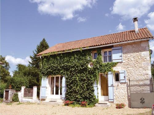Holiday Home La Chapelle Faucher XXI : Hebergement proche d'Eyvirat